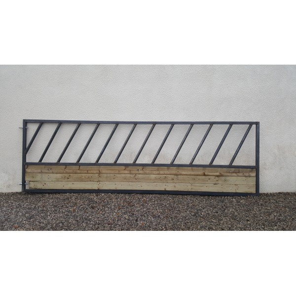 10ft Cattle feed barrier with skirt